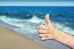 La main montrant des pouces ou les expositions aiment Photo libre de droits
