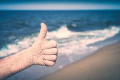 La main montrant des pouces ou les expositions aiment Stylisation d'Instagram Photographie stock