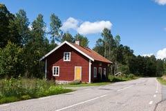 La maison à la route. Image stock