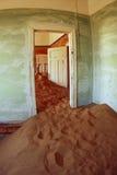 La maison abandonnée et le bain dans le Kolmanskop Photo stock