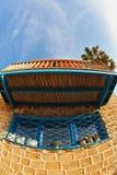 La maison antique, dans l'oeil de poissons de lentille Photographie stock libre de droits
