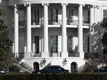 La Maison Blanche avec des limousines Photos libres de droits