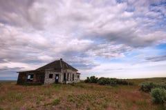 La maison d'abandon se reposent dans le paysage élevé de désert Photographie stock