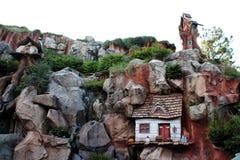 La maison dans la roche Photos stock