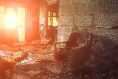 La maison de burn-out à l'intérieur de l'intérieur Photographie stock