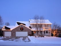 la maison de Noël allume résidentiel Photo stock