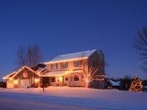 la maison de Noël allume résidentiel photographie stock
