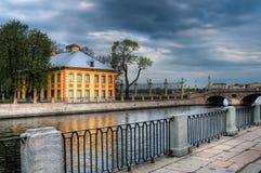 La maison de Peter dans le jardin d'été. St Petersburg, Russie. Photographie stock libre de droits