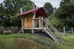 La maison de théâtre en bois des enfants fantasmagoriques Photo libre de droits