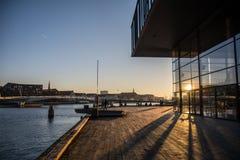 La maison de théâtre royale dans le port de Copenhague denmark images libres de droits