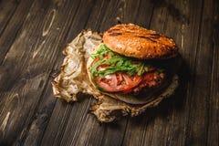 La maison a effectué l'hamburger Photos stock