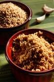 La maison a effectué le tahini avec les graines de sésame et l'ail image stock