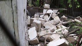 La maison est d?truite Fissures dans le mur de la maison banque de vidéos
