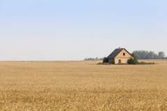 La maison est dans le domaine Photo libre de droits