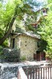 La maison est sur une colline photographie stock