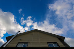 La maison et le ciel Photos stock