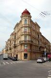 La maison faisante le coin sur le remblai du canal de Griboyedov, St Petersburg Photo stock