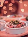 La maison a fait la salade de pois chiches images stock