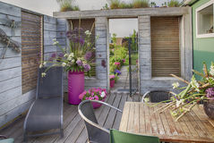La maison fleurit la terrasse Images libres de droits