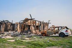 La maison loge l'assurance brûlée par véhicules de voiture Photo stock