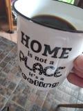 La maison n'est pas un endroit son un sentiment images libres de droits