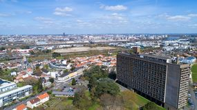 La Maison Radieuse和南特城市空中照片  库存图片