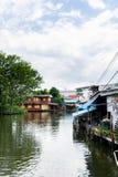 La maison sur le canal à Bangkok images libres de droits