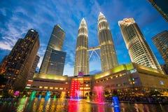 La Malaisie - 12 février 2017 : : Symbole de tour de Petronas de lum de Kuala Photographie stock