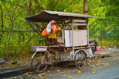 LA MALAISIE, PENANG, GEORGETOWN - VERS EN JUILLET 2014 : Le f du vendeur mobile Photographie stock