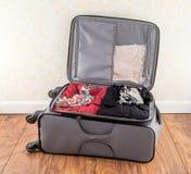La maleta llena de la mujer Imagen de archivo libre de regalías