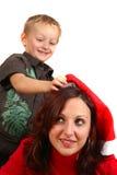 La mama consigue lista para la Navidad imagen de archivo libre de regalías