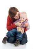 La maman alimente la petite fille Photo libre de droits