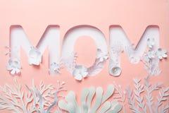 La maman de mot, coupée du papier photos libres de droits
