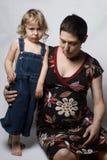 La maman et le fils temporaires bronchent Photo stock