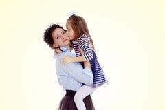 La mamma ha preso sua figlia fotografia stock libera da diritti
