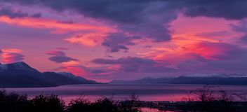La Manche de briquet Ushuaia Lever de soleil Lever de soleil l'argentine Juillet 2014 Photo stock