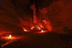 La manera adentro al Petra por noche Imágenes de archivo libres de regalías