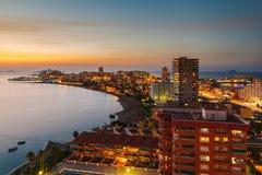 La Manga del Mar Menor Skyline la nuit, Murcie Photo stock