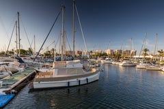 La Manga - SPANIEN, AUGUSTI 25 2014: Yachter i marina Royaltyfri Fotografi
