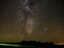La manière laiteuse observer tient le premier rôle de Cygnus et de Lire constellation photo libre de droits