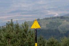 La manière marquant, traînée flambant, signe de traînée indique un chemin de hausse photo stock