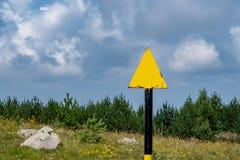 La manière marquant, traînée flambant, signe de traînée indique un chemin de hausse photographie stock libre de droits