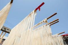 La manière traditionnelle de sécher la farine fine à Taïwan image libre de droits