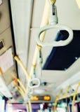 La manija del autobús, transporta el interior Imagenes de archivo