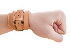 La mano è serrata in un pugno. Banda di polso Fotografie Stock Libere da Diritti