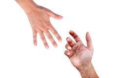 La mano amica, mano maschio del sangue di lerciume prende la mano maschio Fotografie Stock Libere da Diritti