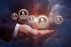 La mano apoya el mecanismo imagen de archivo libre de regalías