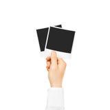 La mano che tiene la foto in bianco incornicia il modello Immagini Stock Libere da Diritti