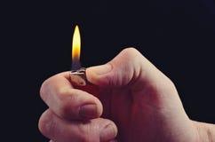 La mano con el encendedor Imágenes de archivo libres de regalías