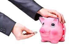 La mano dà la moneta al moneybo Fotografie Stock Libere da Diritti
